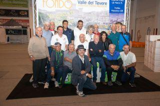 I campioni partecipanti al 1° Memorial con la famiglia di Oliviero Beha