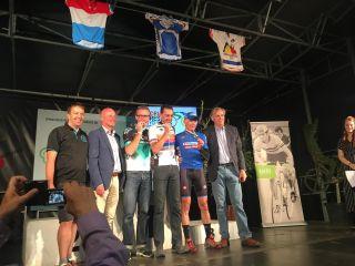 il podio Il podio della M2, da sinistra Bray, De Clercq e Olmi. A destra il presidente del Comitato del WPCC Walter Rottierso